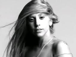 Леди Гага смыла макияж и сняла каблуки