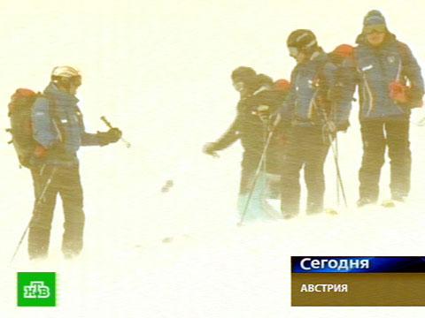 Маленький лыжник потерялся в куче снега.Австрия, Альпы, снегопад.НТВ.Ru: новости, видео, программы телеканала НТВ