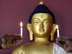 В<nobr>Шри-Ланке</nobr> осуждены туристы, оскорбившие Будду поцелуем