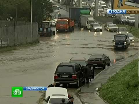 Во Владивостоке утонули аэропорт, дороги ипервые этажи домов.Владивосток, Приморье, стихия, тайфуны.НТВ.Ru: новости, видео, программы телеканала НТВ