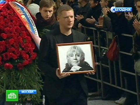 Пугачёва потеряла дар речи на церемонии прощания с Голуб.актрисы, ДТП, знаменитости, Москва.НТВ.Ru: новости, видео, программы телеканала НТВ