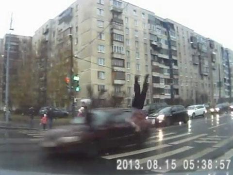 Очевидцы выложили в Сеть видео погони и ДТП с нарушителем в Петербурге.ДТП, кражи, нарушители, парковка, пешеходы, полиция, Санкт-Петербург, травмы, видео, Интернет.НТВ.Ru: новости, видео, программы телеканала НТВ