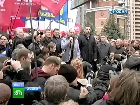 «Беркут» отступил под натиском украинской оппозиции.выборы, митинги за рубежом, оппозиция, партии, Украина, ЦИК.НТВ.Ru: новости, видео, программы телеканала НТВ