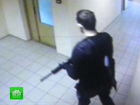 Камера наблюдения сняла «московского Брейвика» во время расстрела.видео, задержание, Москва, расстрел, убийства.НТВ.Ru: новости, видео, программы телеканала НТВ