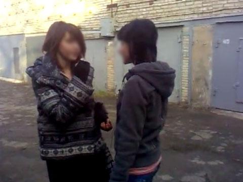 Срущие и писающие женщины на скрытую камеру