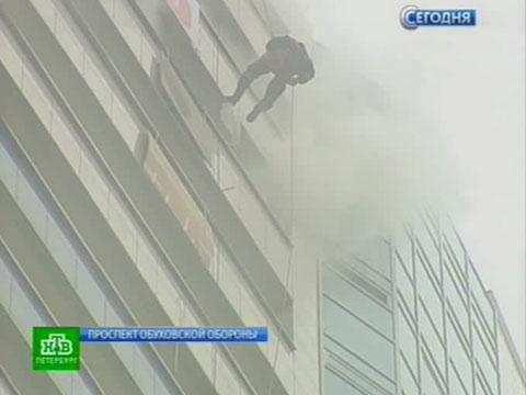 На 35-этажный питерский небоскреб высадился пожарный десант.МЧС, пожары, Санкт-Петербург, учения.НТВ.Ru: новости, видео, программы телеканала НТВ