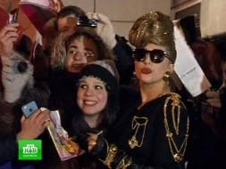 Леди Гага прилетела вПетербург поесть <nobr>хот-догов</nobr>