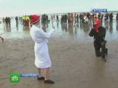 Любители похолодней встретили Новый год вледяной воде.Новый год, плавание, праздники.НТВ.Ru: новости, видео, программы телеканала НТВ
