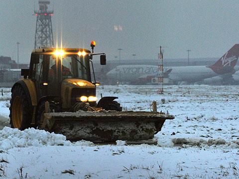 ВЛондоне из-за снега перестали летать самолеты иходить поезда.авиация, аэропорты, Великобритания, Лондон, непогода, самолеты, снегопады.НТВ.Ru: новости, видео, программы телеканала НТВ