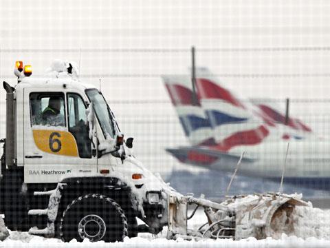 Европа во власти стихии: снегопады отменяют сотни рейсов.Лондон, непогода, Париж, рейсы, самолеты, снегопад, Франция.НТВ.Ru: новости, видео, программы телеканала НТВ