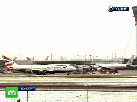 Пассажиры томятся влондонском Хитроу всамый мрачный день года.аэропорты, Великобритания, Германия, Лондон, непогода, снегопад, Франция.НТВ.Ru: новости, видео, программы телеканала НТВ