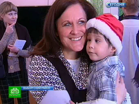 Хеппи-энд по-петербургски: Дениску крепко обняла американская мама.дети, закон, Санкт-Петербург, США, усыновления.НТВ.Ru: новости, видео, программы телеканала НТВ