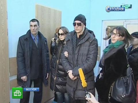 Филин надел темные очки ипообщался сжурналистами.Большой театр, нападения.НТВ.Ru: новости, видео, программы телеканала НТВ