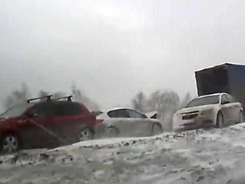 На заснеженной трассе «Дон» столкнулись два десятка автомобилей.ДТП, непогода, пробки, Ростовская область, снегопады.НТВ.Ru: новости, видео, программы телеканала НТВ