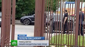 Витас иадвокат молча вышли от следователей после трехчасового допроса