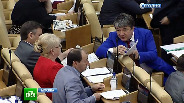 В Госдуме приняли закон, запрещающий однополым семьям усыновлять детей.болельщики, Госдума, дети, законодательство, пиратство, сексуальные меньшинства, усыновления.НТВ.Ru: новости, видео, программы телеканала НТВ