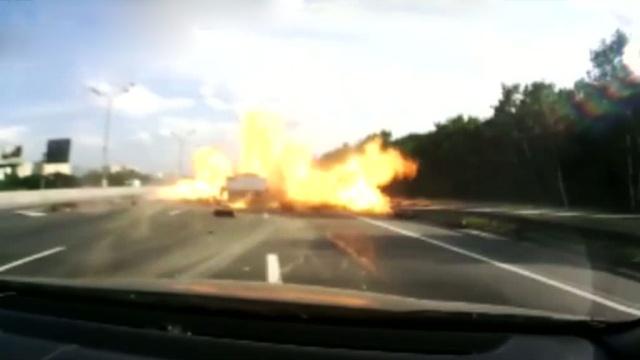 «Газовая атака» на МКАД могла закончиться страшной катастрофой.взрывы, грузовики, ДТП, МКАД.НТВ.Ru: новости, видео, программы телеканала НТВ