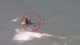 Акула откусила девушке ногу на глазах спасателей