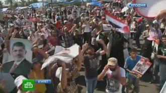 Бунтующие египтяне ведут перестрелки вмечетях