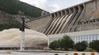 ВМЧС обещают не увеличивать объем сброса воды сЗейской ГЭС
