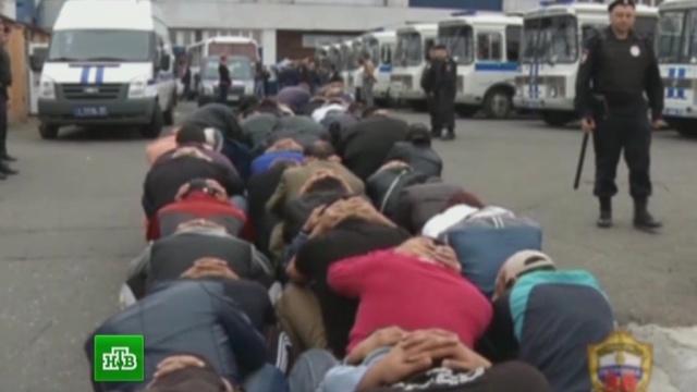 Нелегальных мигрантов накажут рублем идепортацией.мигранты, МКАД, нелегалы, полиция, рынок.НТВ.Ru: новости, видео, программы телеканала НТВ