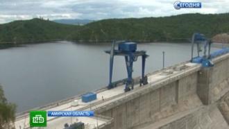 Переполненное водохранилище на Бурее начали сливать