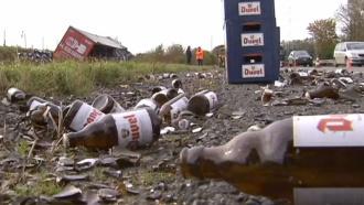 Автомобилисты чуть не утонули возере из пива на бельгийской трассе