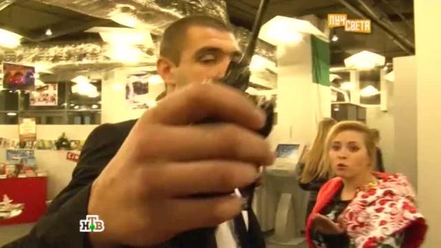 Финал конфликта охранников Сукачёва со съемочной группой НТВ попал на видео.журналисты, нападение, Света из Иванова, Сукачёв, эксклюзив.НТВ.Ru: новости, видео, программы телеканала НТВ