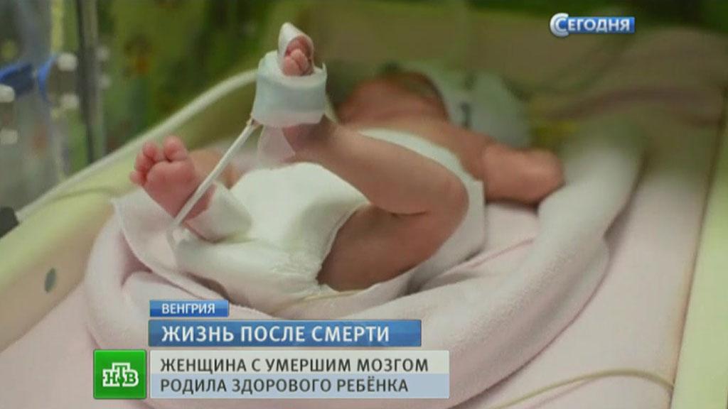 Видеть сон, в котором умер младенец, означает полное охлаждение чувств, отрешение от реальности.