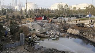 Взрывом на нефтепроводе в Китае убило 44 человек