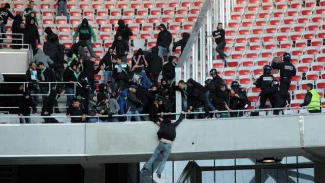 Во Франции передрались футбольные фанаты: 9 пострадавших.фанаты, футбол, Франция, драка, столкновение, беспорядки.НТВ.Ru: новости, видео, программы телеканала НТВ