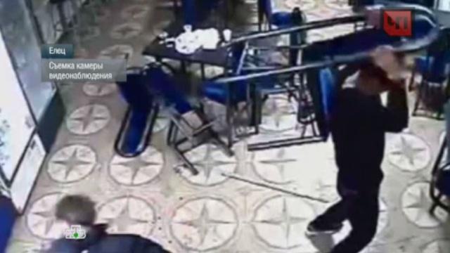 Жестокая драка на стульях в придорожном кафе попала на видео.драка, кафе, Липецкая область.НТВ.Ru: новости, видео, программы телеканала НТВ