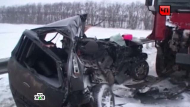 Два человека погибли в раздавленной грузовиком легковушке.Ford, грузовик, ДТП, Пензенская область.НТВ.Ru: новости, видео, программы телеканала НТВ