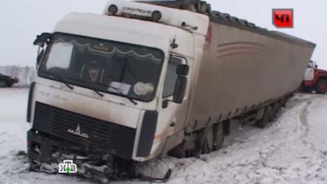 Иномарка влетела вгрузовик на пензенской трассе, погибли трое.грузовик, ДТП, Пензенская область.НТВ.Ru: новости, видео, программы телеканала НТВ