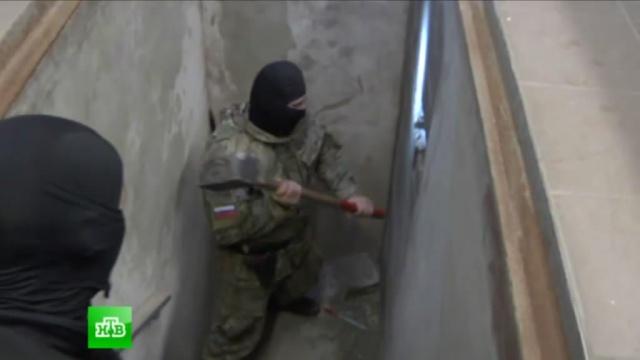 Калининградские полицейские нашли тайник спятью тоннами янтаря.Калининградская область, обыски, розыск, уголовное дело, янтарь.НТВ.Ru: новости, видео, программы телеканала НТВ