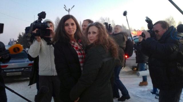 Толоконникова и Алёхина из Pussy Riot отправятся в тюрьмы Нью-Йорка.Pussy Riot, правозащитники, Сингапур, США, тюрьмы и колонии.НТВ.Ru: новости, видео, программы телеканала НТВ