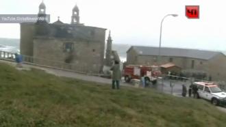 Молния уничтожила старейший храм: видео сместа пожара