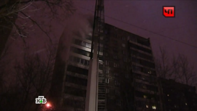 ВМоскве пожарным удалось потушить горевшую квартиру вмногоэтажке.Москва, пожарные, пожары.НТВ.Ru: новости, видео, программы телеканала НТВ
