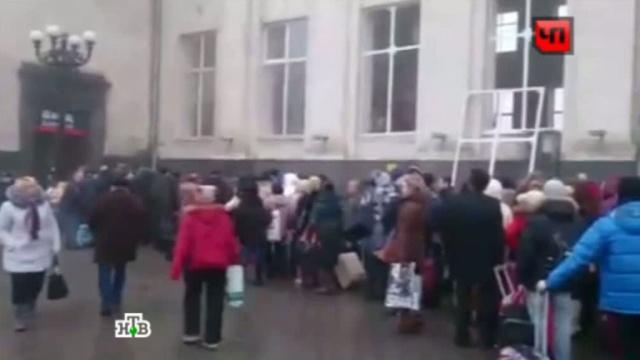 Сотни волгоградцев принесли цветы квзорванному вокзалу.взрыв, вокзал, Волгоград, память, теракт.НТВ.Ru: новости, видео, программы телеканала НТВ