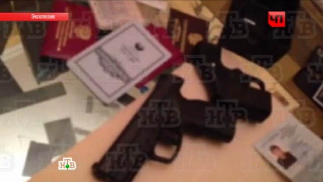 В квартире адвоката Мусаева нашли пистолет: видео обыска.адвокат, Буданов, обыски, оружие, эксклюзив.НТВ.Ru: новости, видео, программы телеканала НТВ