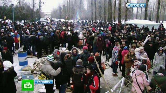 Оппозиционеры вКиеве возводят 4-метровые ледяные баррикады.беспорядки, захват, оппозиция, переговоры, Украина.НТВ.Ru: новости, видео, программы телеканала НТВ