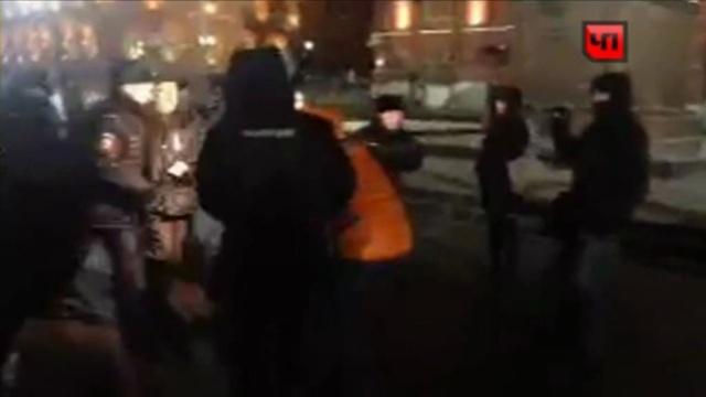 Несогласованная акция вподдержку «болотных» обвиняемых привела кзадержаниям.Болотная площадь, задержание, Манежная площадь, оппозиция, уголовное дело.НТВ.Ru: новости, видео, программы телеканала НТВ