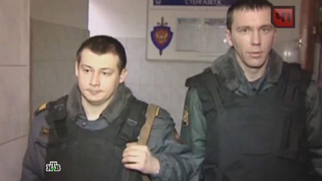 ВПетербурге полицейские вытащили шесть человек из пылающего дома.герои, пожары, полиция, Санкт-Петербург, спасение.НТВ.Ru: новости, видео, программы телеканала НТВ