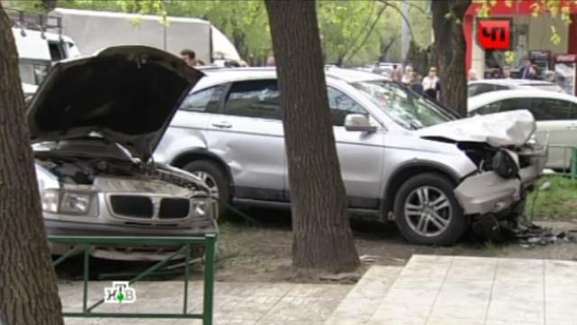 Сбивший пятерых рабочих водитель Honda винит вДТП сильный кашель.водители, ДТП, иномарки, Москва, пешеходы, рабочие.НТВ.Ru: новости, видео, программы телеканала НТВ