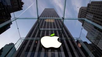 Apple передавала властям США личные файлы владельцев iPhone, iPad иMac
