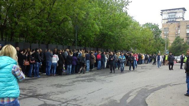 В Москве тысячи украинцев голосуют на референдуме о статусе регионов.голосование, Москва, референдумы, Украина.НТВ.Ru: новости, видео, программы телеканала НТВ