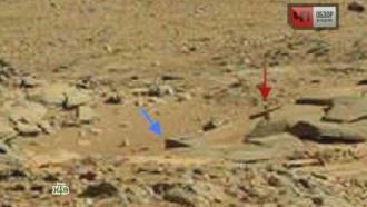 Марсианские фотографии смогильным крестом на холме озадачили ученых