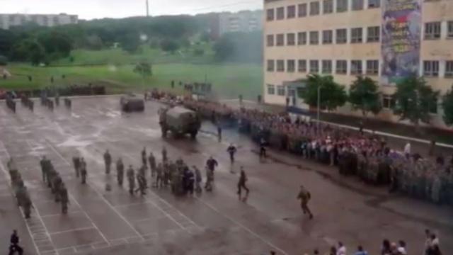 В Уссурийске во время принятия присяги БТР переехал новобранца.НТВ.Ru: новости, видео, программы телеканала НТВ