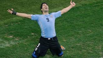 Два гола Суареса опустили англичан на последнее место вгруппе D