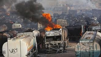Талибы взорвали сотни бензовозов вАфганистане
